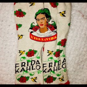 "Frida Kahlo red & tan ""Viva Lavida"" socks w roses"
